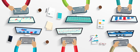 reunion de trabajo: Grupo de hombres de negocios que trabajan utilizando dispositivos digitales en las computadoras port�tiles, computadoras
