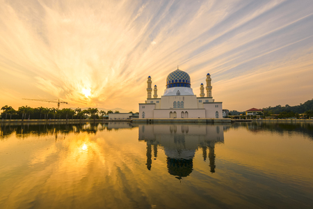 Glorious fiery sky during sunrise at the Kota Kinabalu City Mosque 스톡 콘텐츠