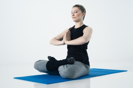 mensch: Young woman meditating in a white room, yoga