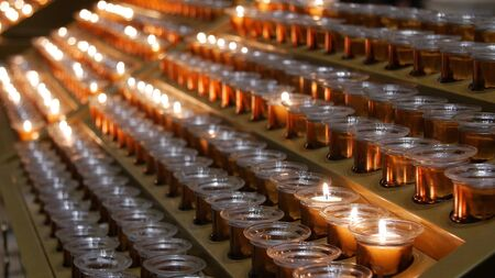 Many burning candles with shallow depth of field 스톡 콘텐츠