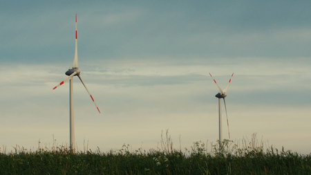 Wind turbines in the field, overcast. Clean and Renewable Energy, Wind Power, Turbine, Windmill, Energy Production 版權商用圖片