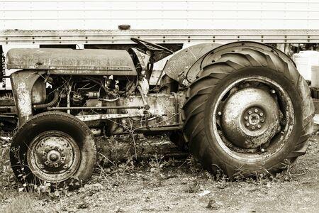 tractor sepia 184