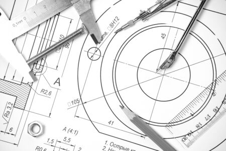 Mesure et instruments de dessin et des dessins sur la table