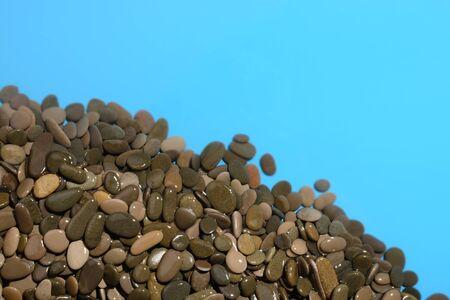 mare agitato: Background of wet sea pebbles