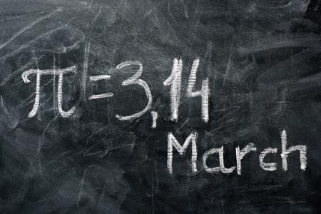 PI 日の概念。PI の値と黒板に書かれた日付 写真素材