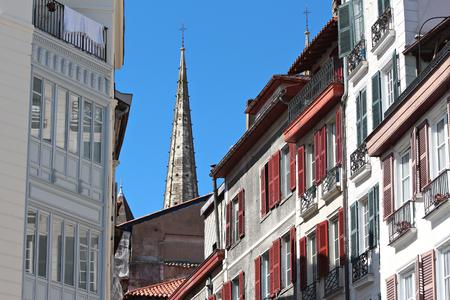 Flèches de la cathédrale de Bayonne Banque d'images - 57206847