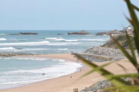 Plage Milady à Biarritz avec lavierge roche fond Banque d'images - 57207235