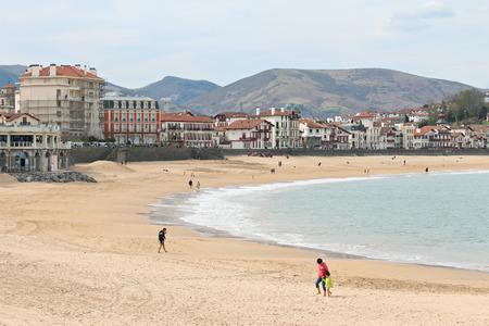 Plage centrale de Saint Jean de Luz au Pays Basque Banque d'images - 57207466