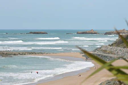 Plage Milady à Biarritz avec lavierge roche fond Banque d'images - 57186116