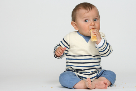 Bébé heureux sur fond blanc Banque d'images - 87926166
