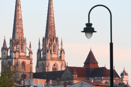 cathedral of bayonne at sunrise Banque d'images - 87942558
