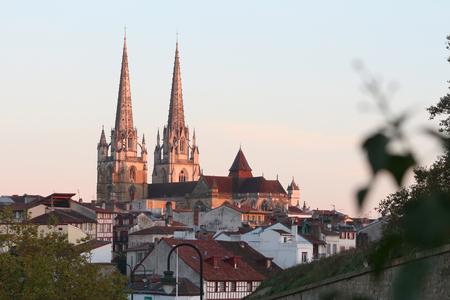 Cathédrale de bayonne au lever du soleil Banque d'images - 87943935