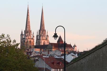 Cathédrale de bayonne au lever du soleil Banque d'images - 87943958