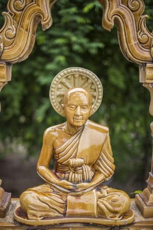banian tree: Buddha statue