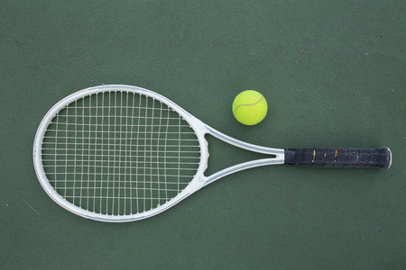racket: tennis racket and balls on the tennis court