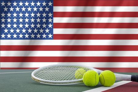 tenis: Abierto de Estados Unidos el concepto de tenis con la bandera y la bola Foto de archivo