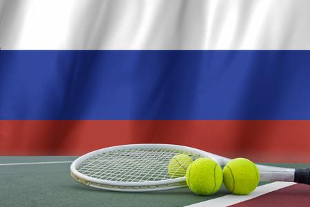 bandera rusia: Bandera de Rusia y la pelota de tenis Foto de archivo