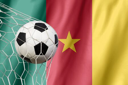 soccer: Bola salta de la bandera de Camer�n, donde el f�tbol es una pasi�n nacional.