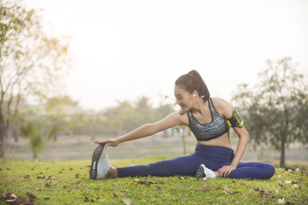 young woman, exercise in gardent background Standard-Bild