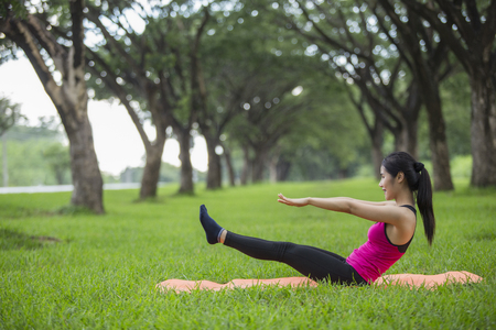 Women exercising.Women exercising in sunny bright light. Reklamní fotografie - 102572372