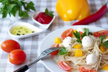 pasta with cherry tomatoes and mozzarella