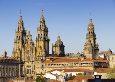 galizia: Cattedrale di Santiago de Compostela in Galizia, in Spagna .. Cattedrale di Santiago de Compostela in Galizia, in Spagna. Nella foto mette in evidenza le torri principali del bellissimo edificio gotico. Archivio Fotografico