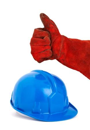 seguridad en el trabajo: Casco de seguridad y la positividad expresando la mano con el s�mbolo ok La foto est� dise�ado para transmitir un concepto positivo de la seguridad en el trabajo