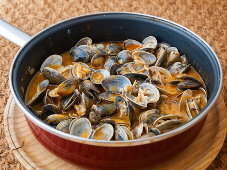 almejas: Clams cooked in the recipe almejas a la marinera in a pan Stock Photo