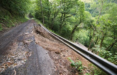affects: Detachment of the hillside which affects a rural road in the natural park Fragas del Eume
