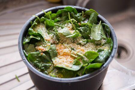 potage: Potaje espa�ol en una olla. Un plato t�pico espa�ol.