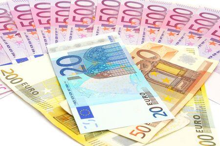 banconote euro: Banconote in euro isolato su sfondo bianco