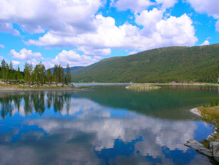 Beautiful blue lake in the Norwegian mountains Stock Photo - 9804622