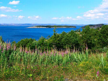 Beautiful blue lake in the Norwegian mountains Stock Photo - 10723391