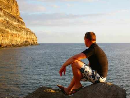 stone cold: The guy thoughtfully looks at the sea Stock Photo