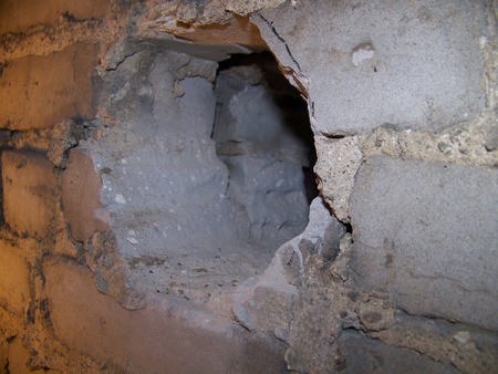 Hole In Brick Wall Imagens