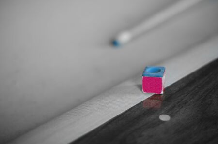 Mesa de billar con Cue Foto de archivo - 12948818