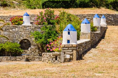 Sillas De Colores Brillantes - Un Café Tradicional En El Pueblo De ...