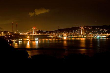 Foto van de nacht van de Carquinez-brug in Noord-Californië