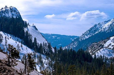 Sneeuw bedekt bergen  Stockfoto