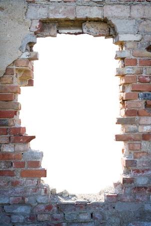 Gat in de bakstenen muur met een kopie ruimte