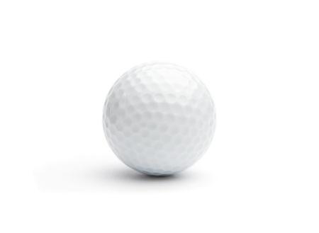 balle de golf: Gros plan d'une balle de golf isolared sur blanc