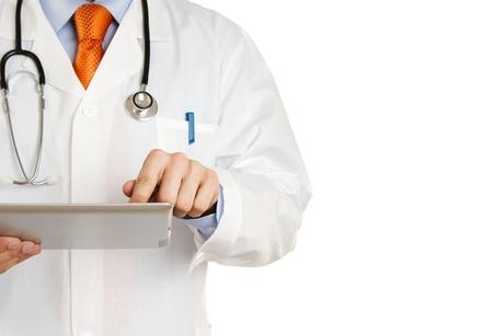 Lekarz pracuje na cyfrowym tablecie z miejsca kopiowania