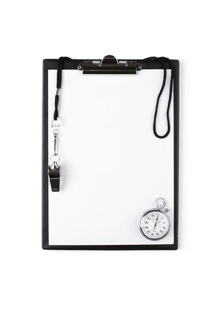 Leeg klembord met fluitje en stopwatch