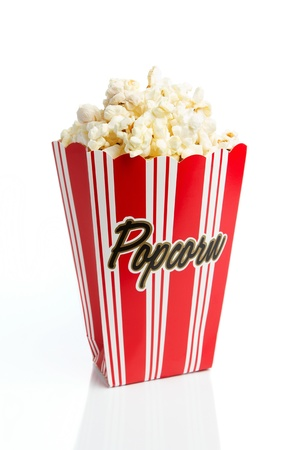 popcorn: Scatola di popcorn isolato su sfondo bianco Archivio Fotografico