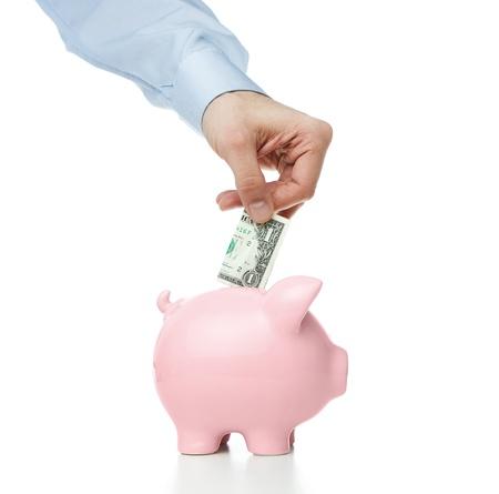 bankkonto: M�nnliche Hand setzen Dollarnote in ein Sparschwein