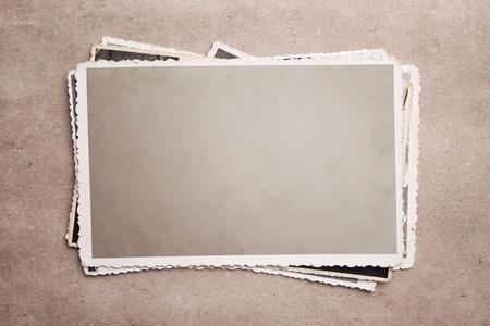 bordure vieille photo: Grunge pile de photos. Banque d'images