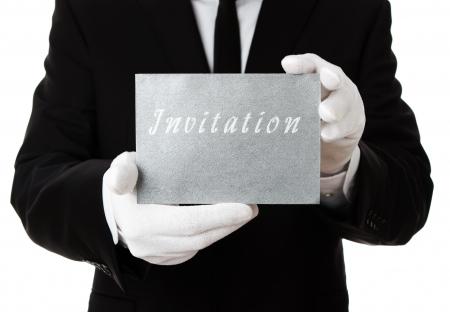 camarero: Butler, plata celebración de tarjeta de invitación con copia espacio
