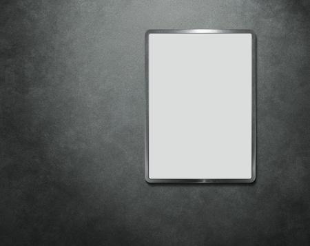 spiegelbeeld: Leeg bord op de betonnen muur