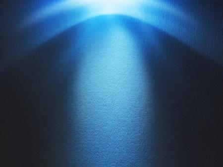 Haz de luz azul de golpear en la superficie rugosa, con copia espacio photo