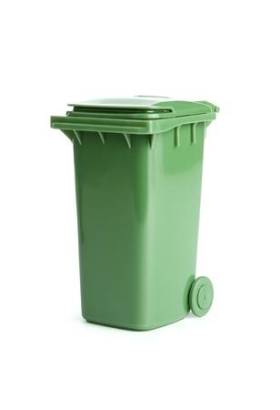 recycle bin: Verde de basura, bote de basura aislados sobre fondo blanco